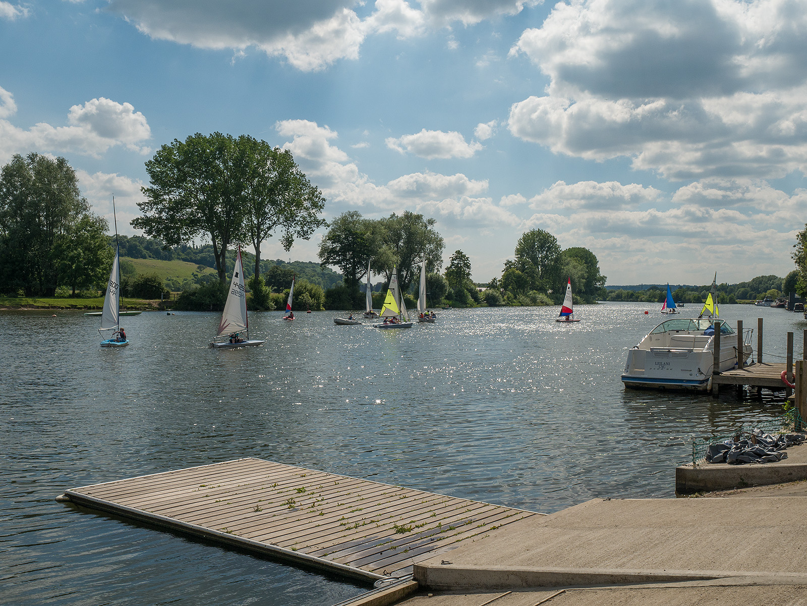 Boats from Upper Thames Sailing Club on the river