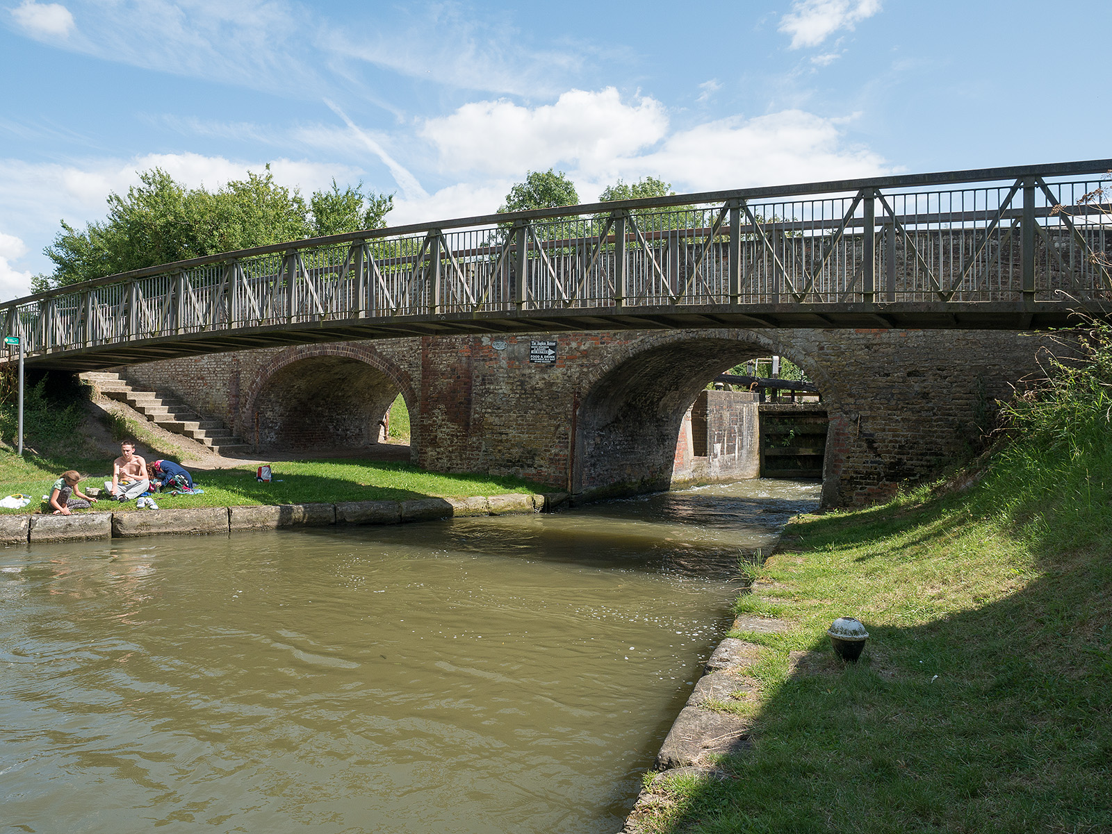 Looking back at bridge 132 (Lower Icknield bridge), clearly showing the unused archway.