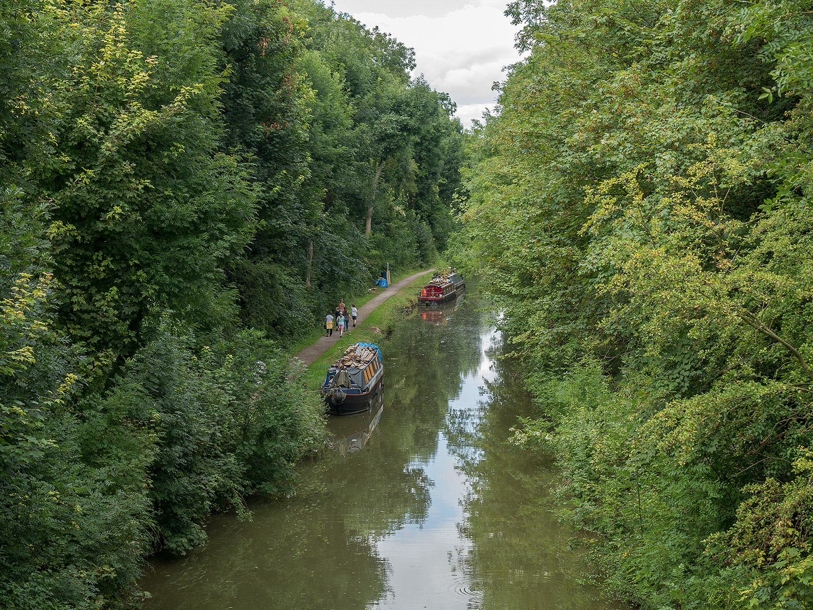 Looking down from bridge 134, where the tow path changes banks