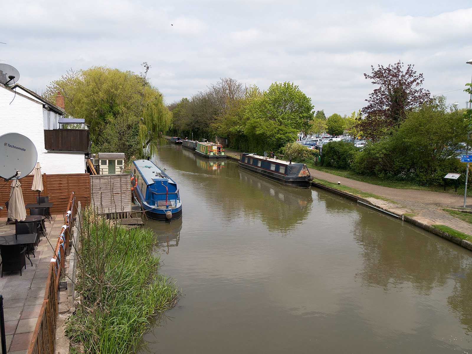 Looking north from the bridge at Linslade