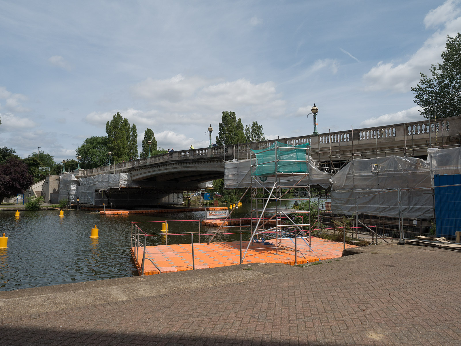The start - the Bridge at Reading, still out of bounds during works