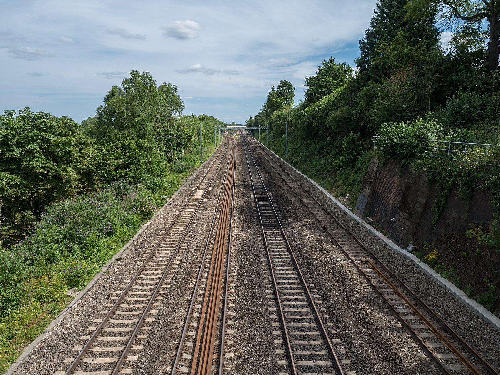 Crossing over the mainline just west of Tilehurst station