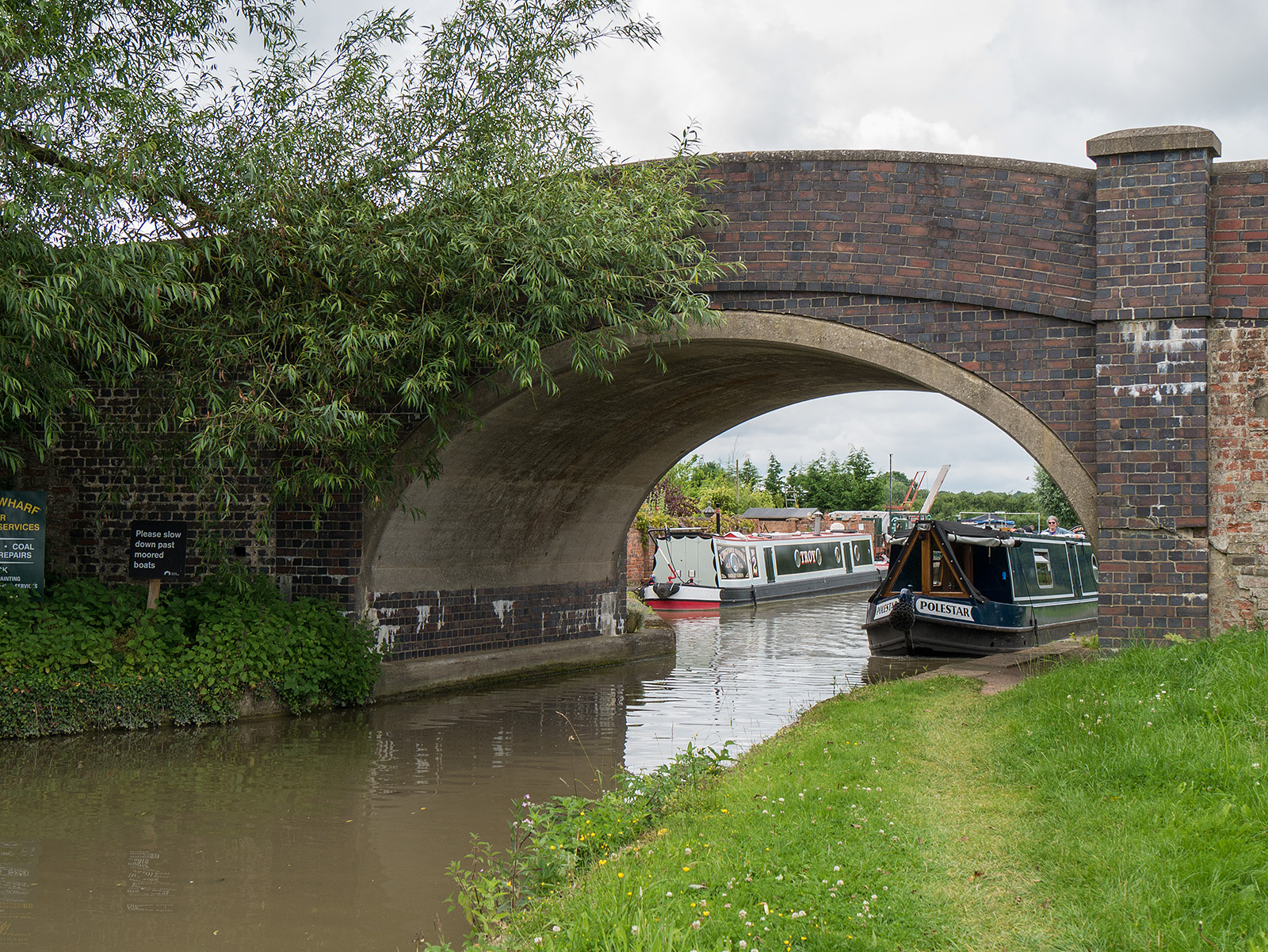 Bridge 60 and the approach to Yardley wharf