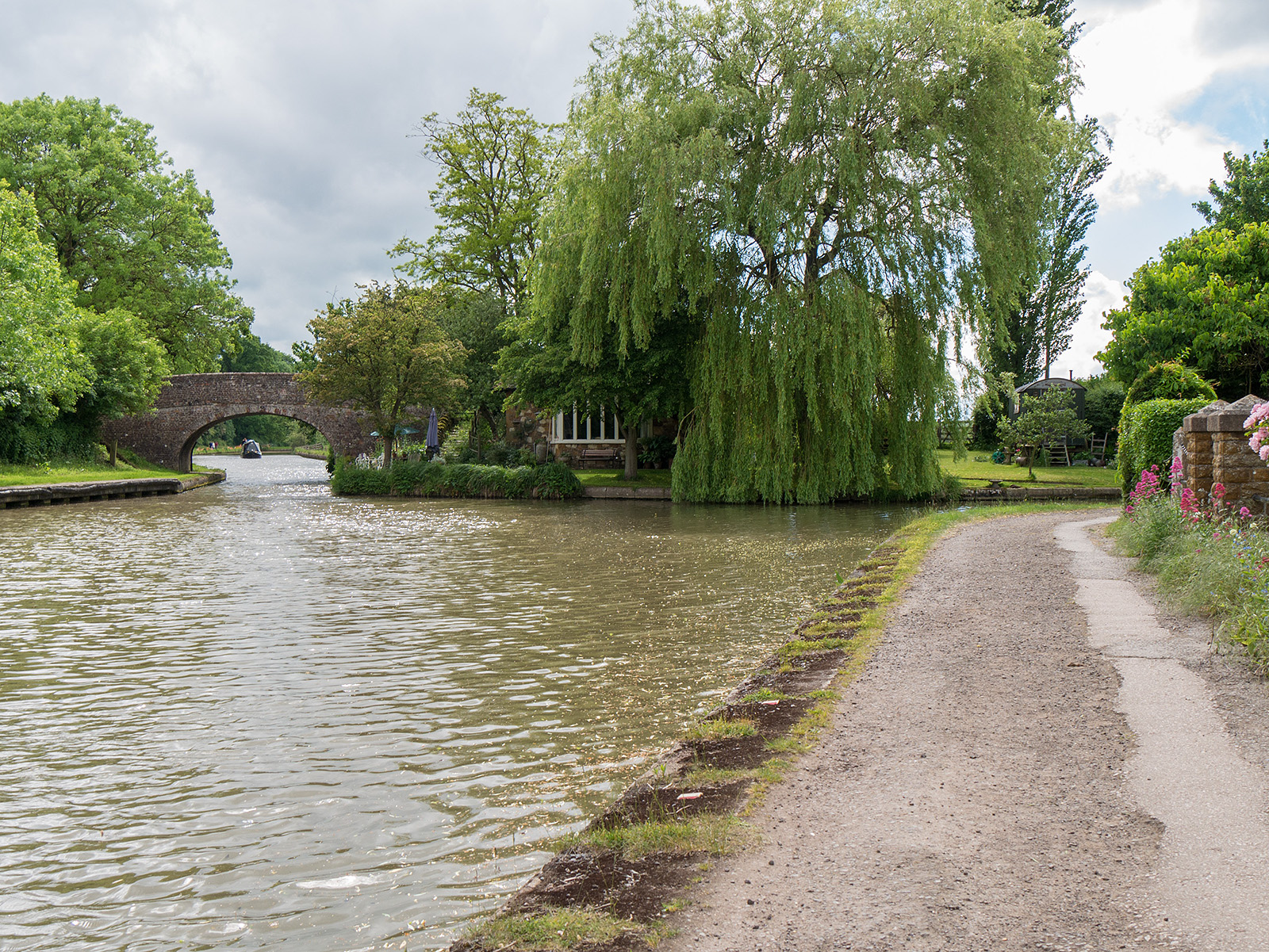 Norton Junction - off to the right the Leicester Canal, off to the left the Grand Union continues towards Braunston