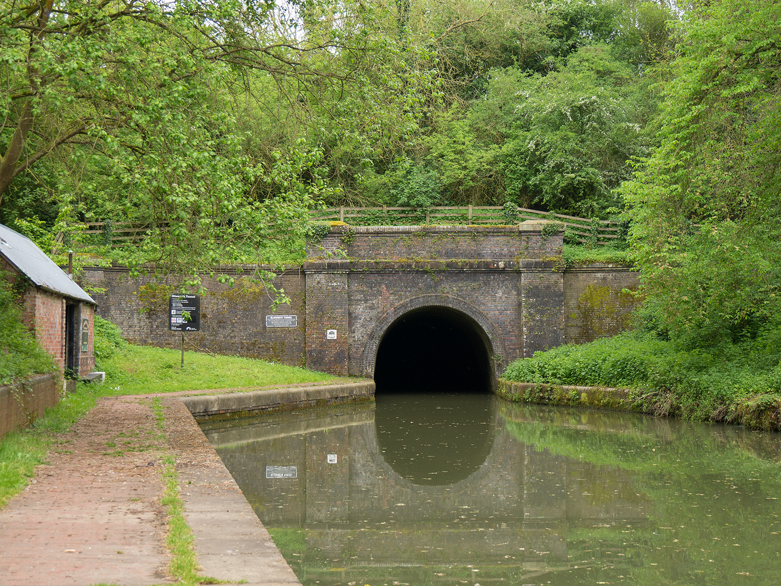 Looking back to the northern entrance to Blissworth tunnel