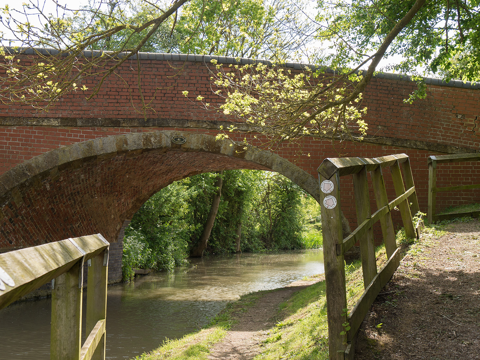 Bridge 41 carries the walking route known as Midshires way
