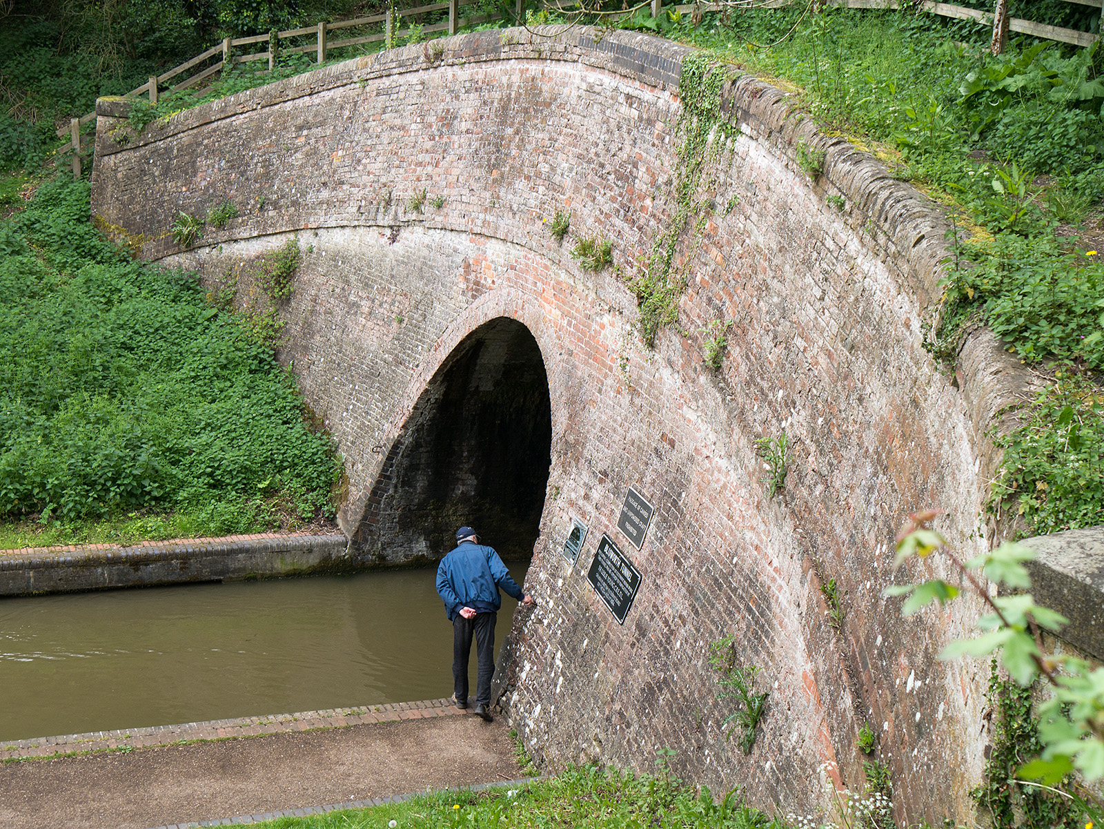 Looking down on the entrance to the tunnel - notice no towpath in the tunnel
