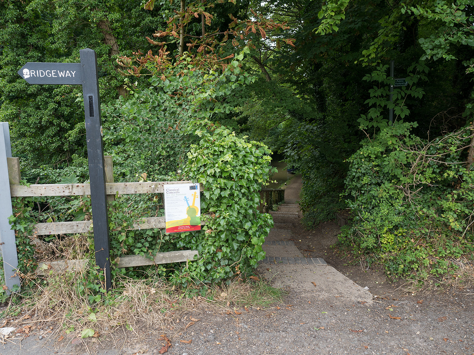 Footpath down to the canal at Tring