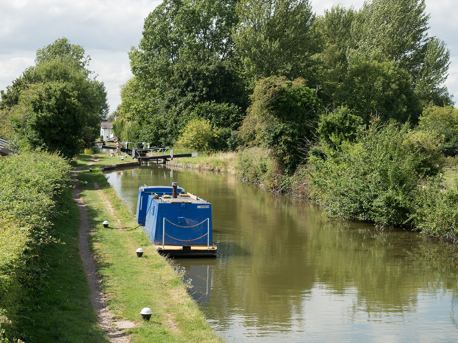 Looking towards Marsworth no 3 lock on the Aylesbury branch