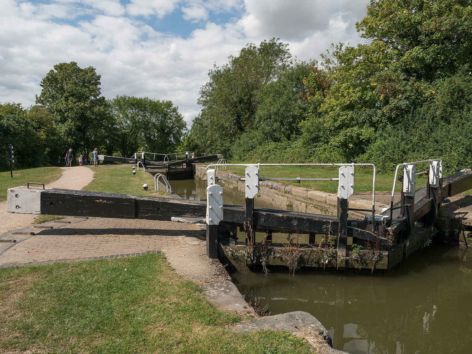 Marsworth middle lock