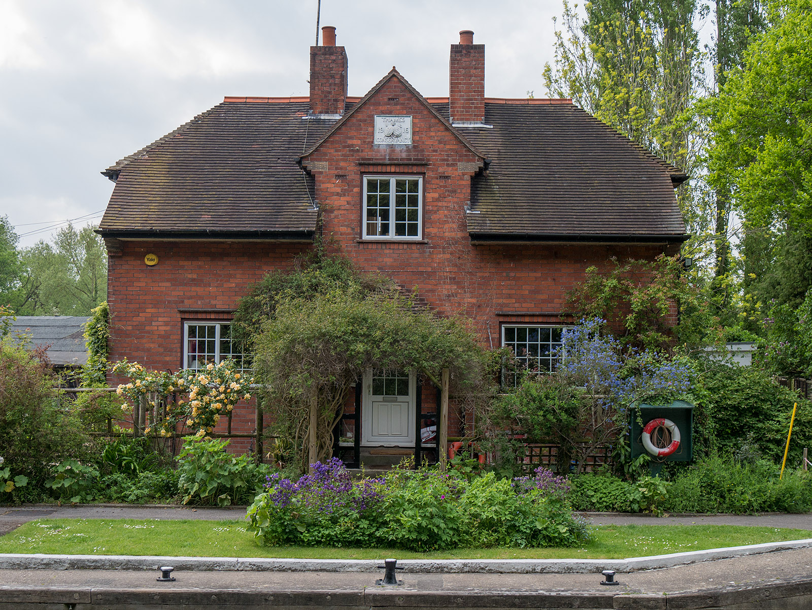 Lock keeper house at Sonning lock