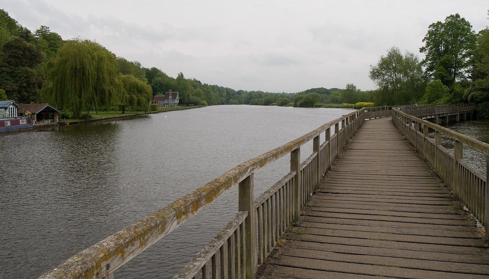Southern side of the bridge at Marsh Lock