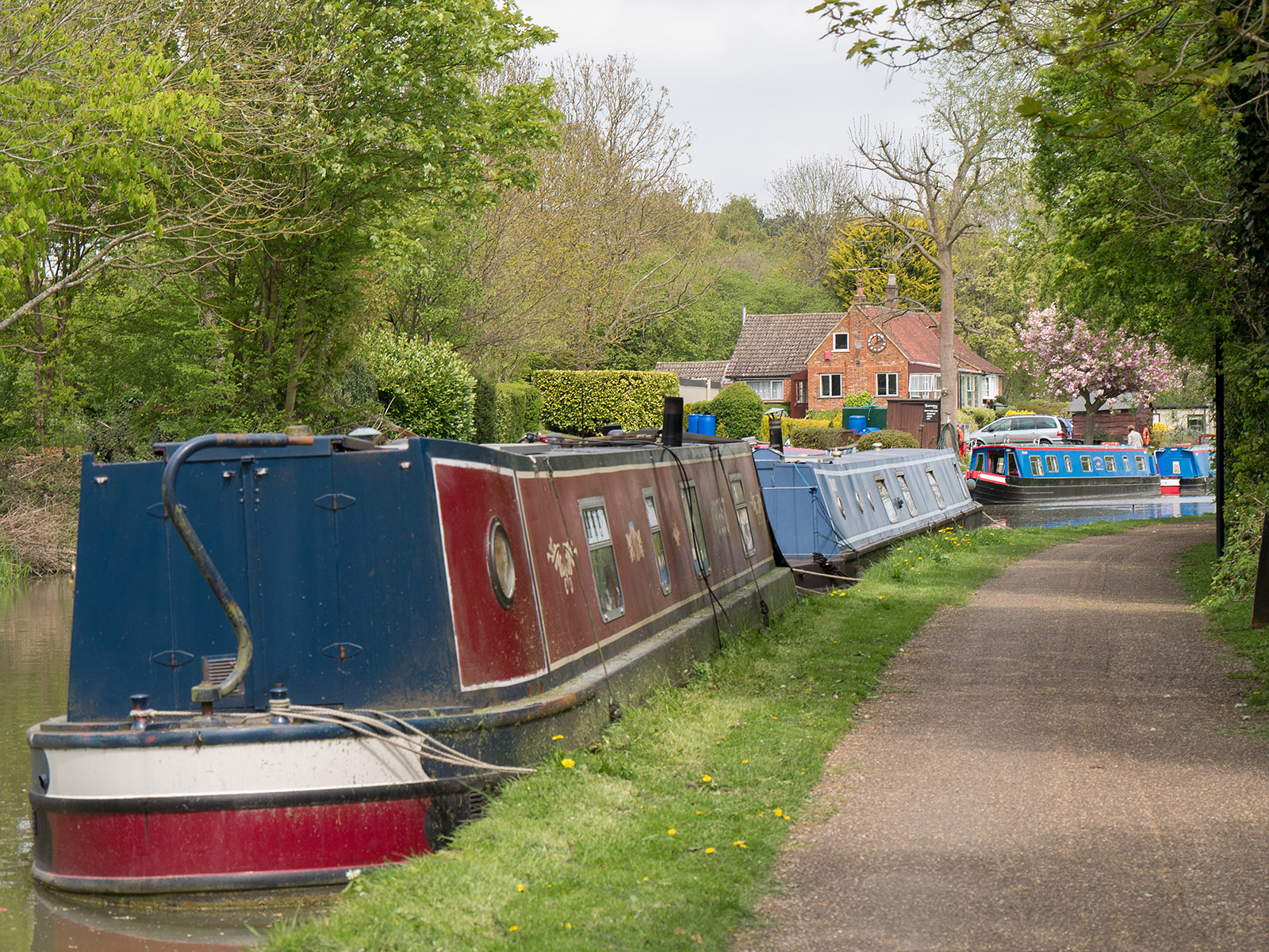 Heading towards the first bend and te canal boat hire company
