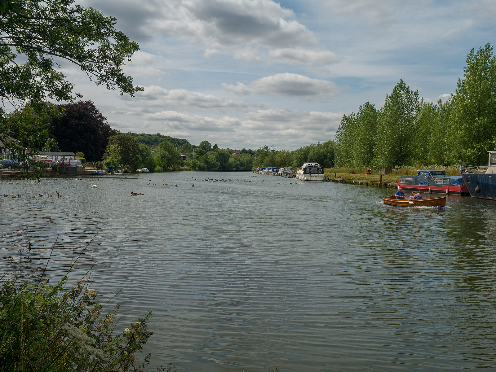 Approaching Thames canoe hire