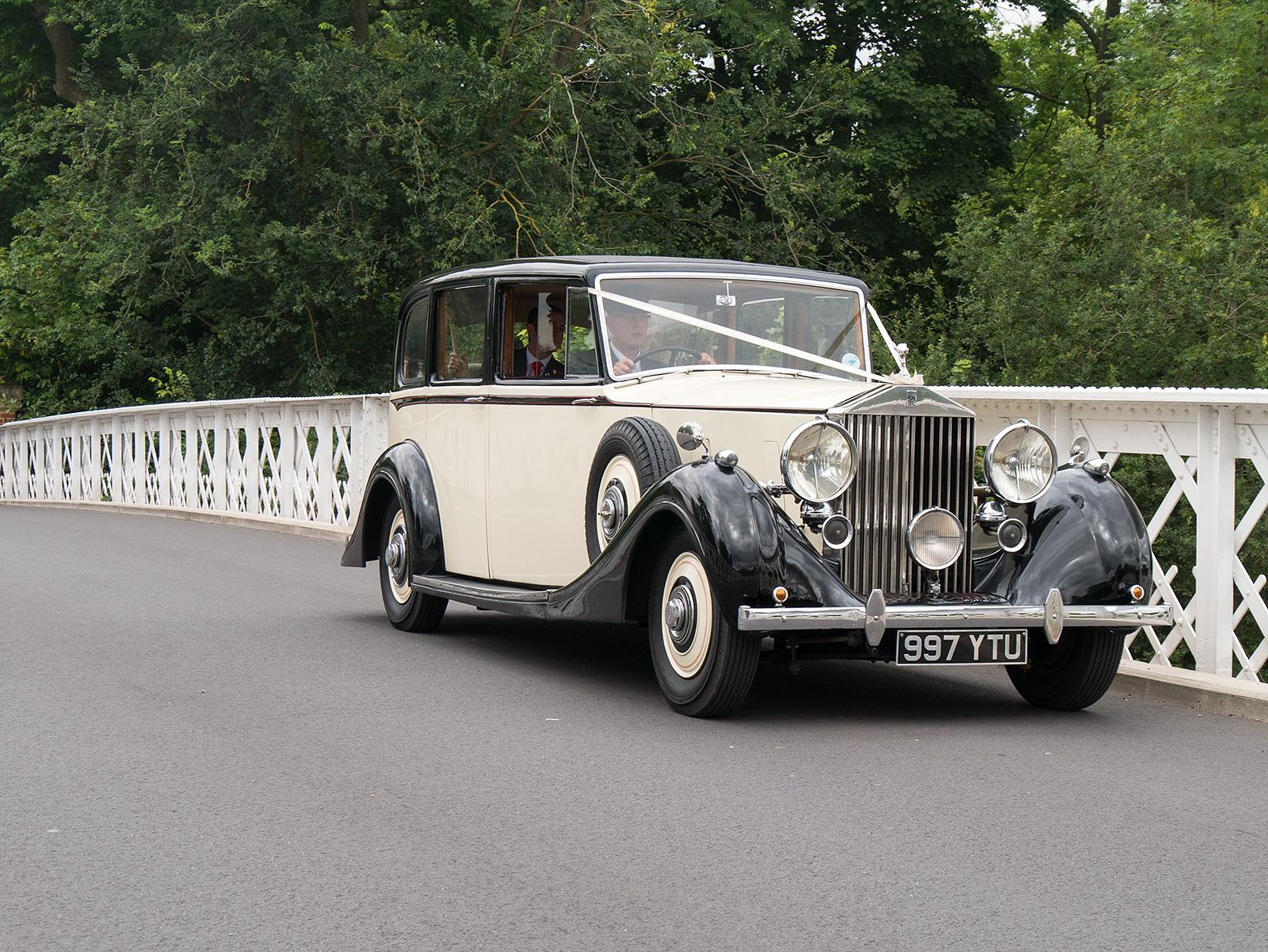 Wedding car on the Pangbourne bridge