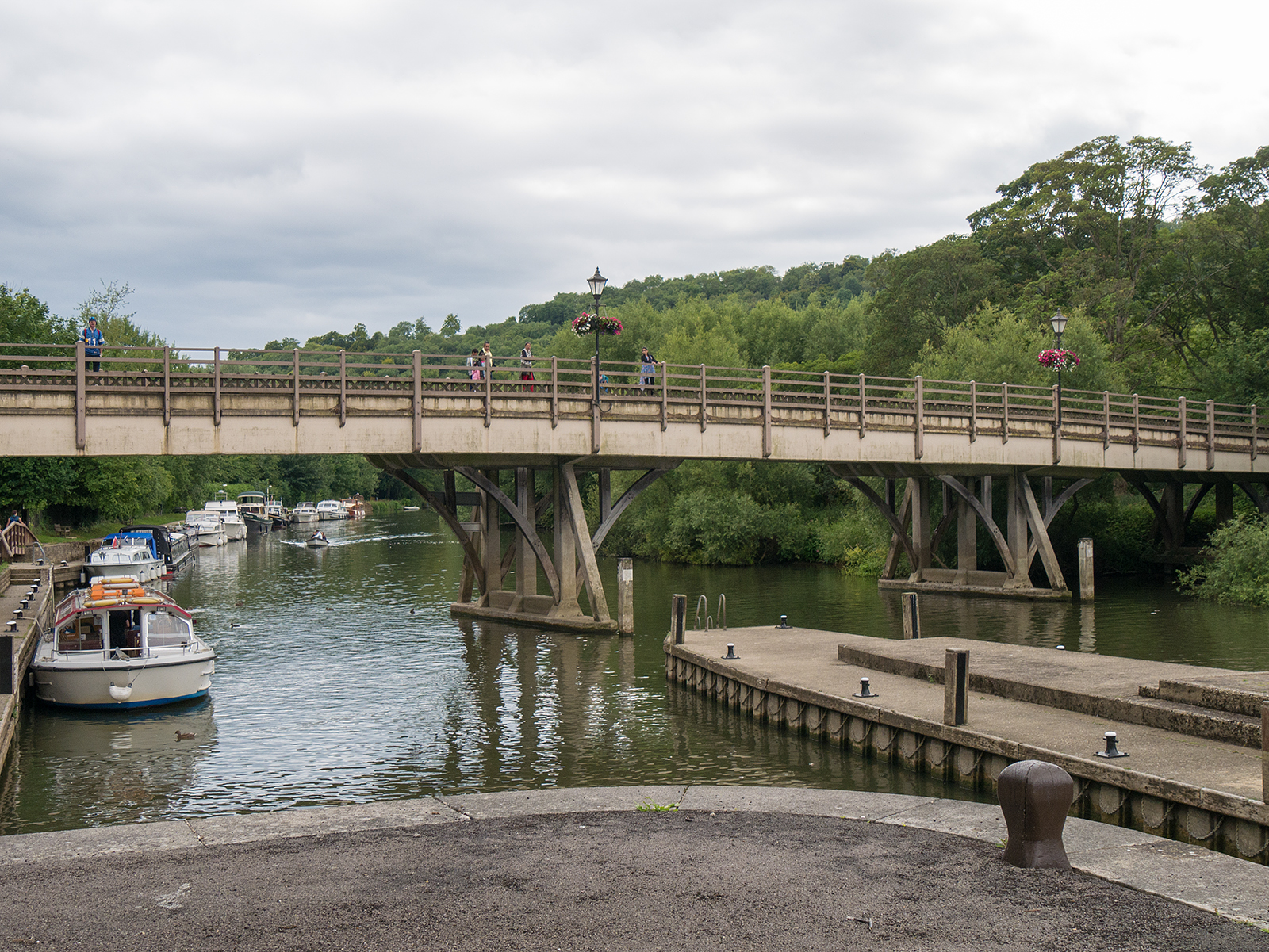 Goring bridge (looking back from the lock)
