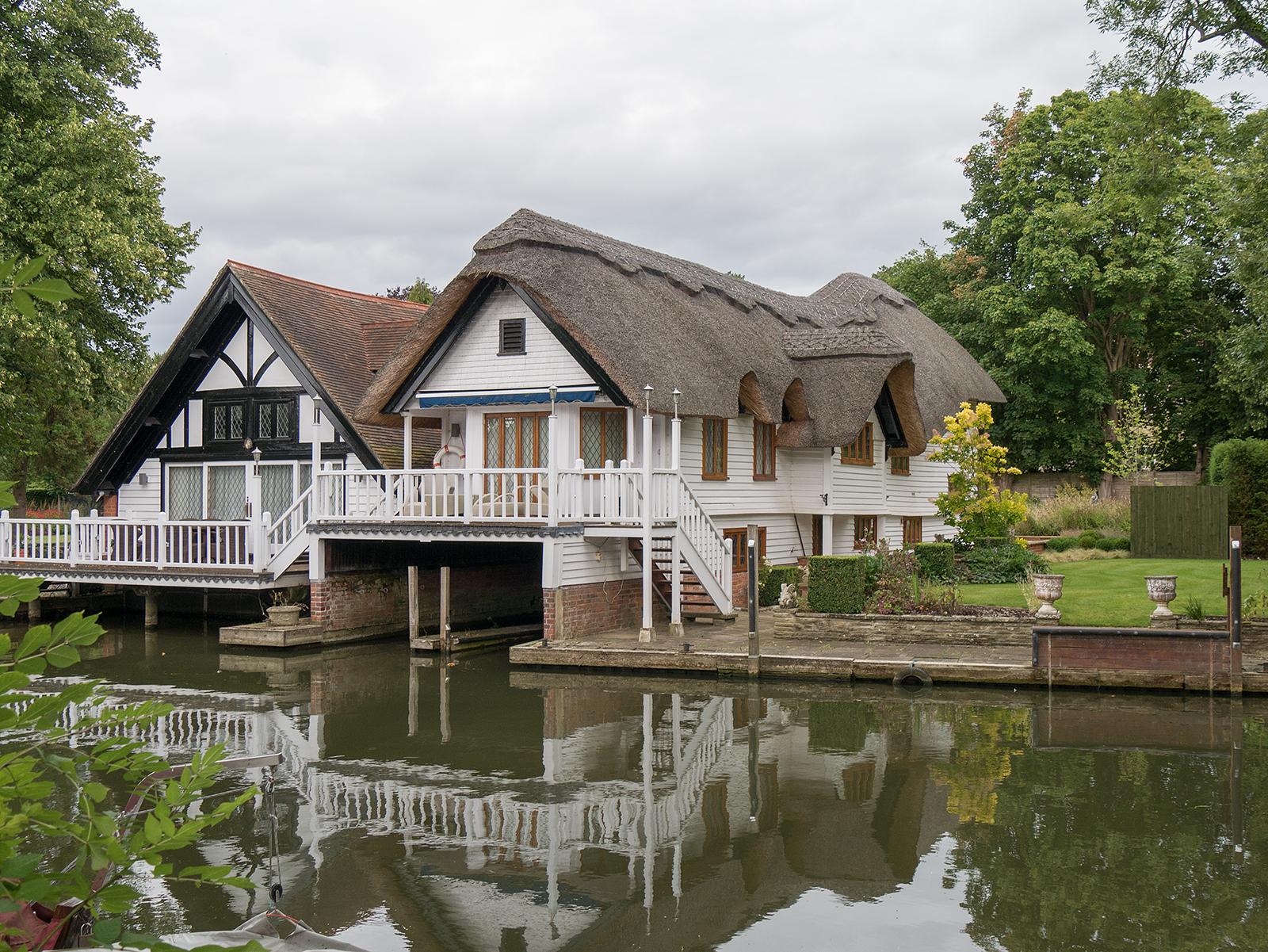 Riverside house at Goring Lock
