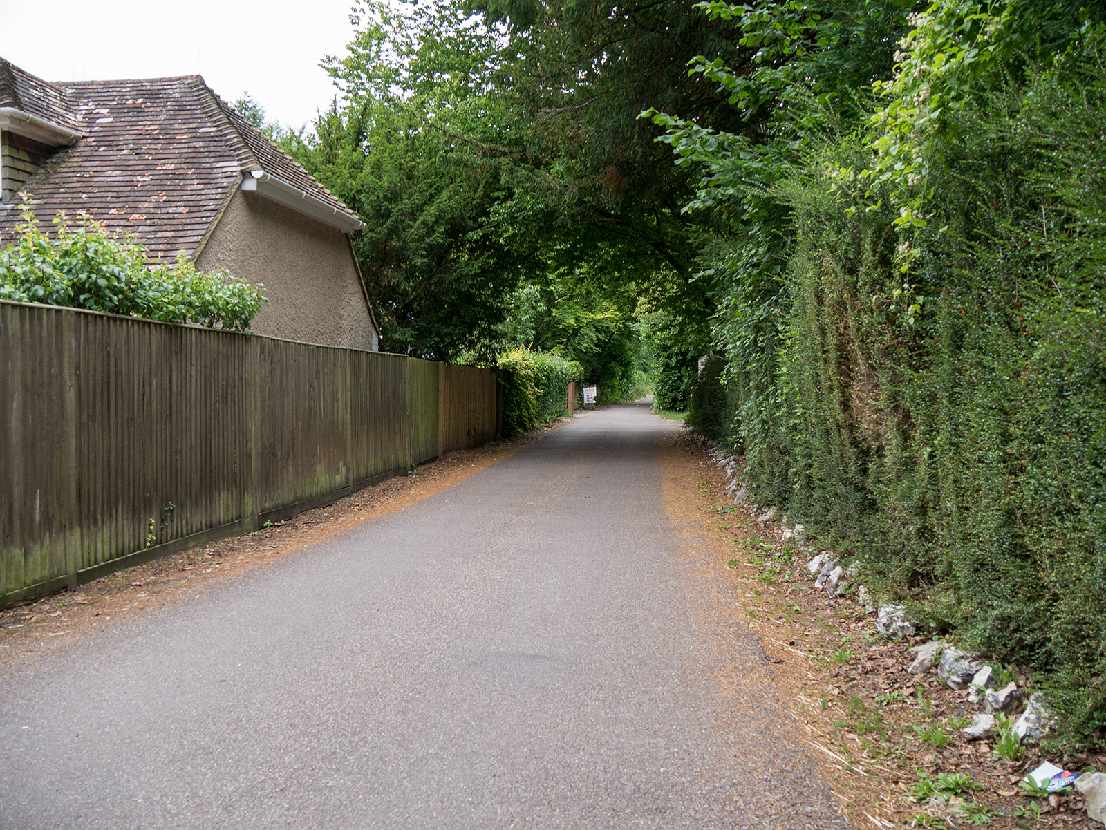 Turning away from the road in Whitchurch to head west along the metallized bridleway