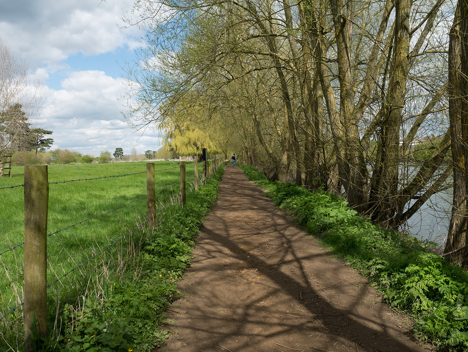 A slightly earthen path leads away from Wallingford.