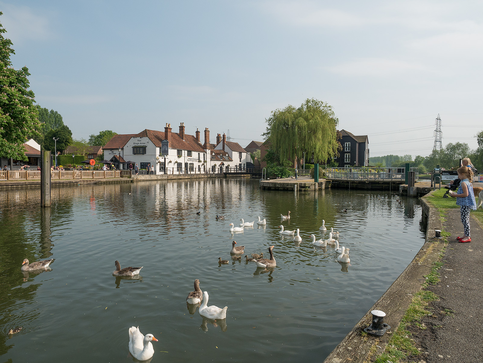 View across Sandford lock to the Kings Head pub