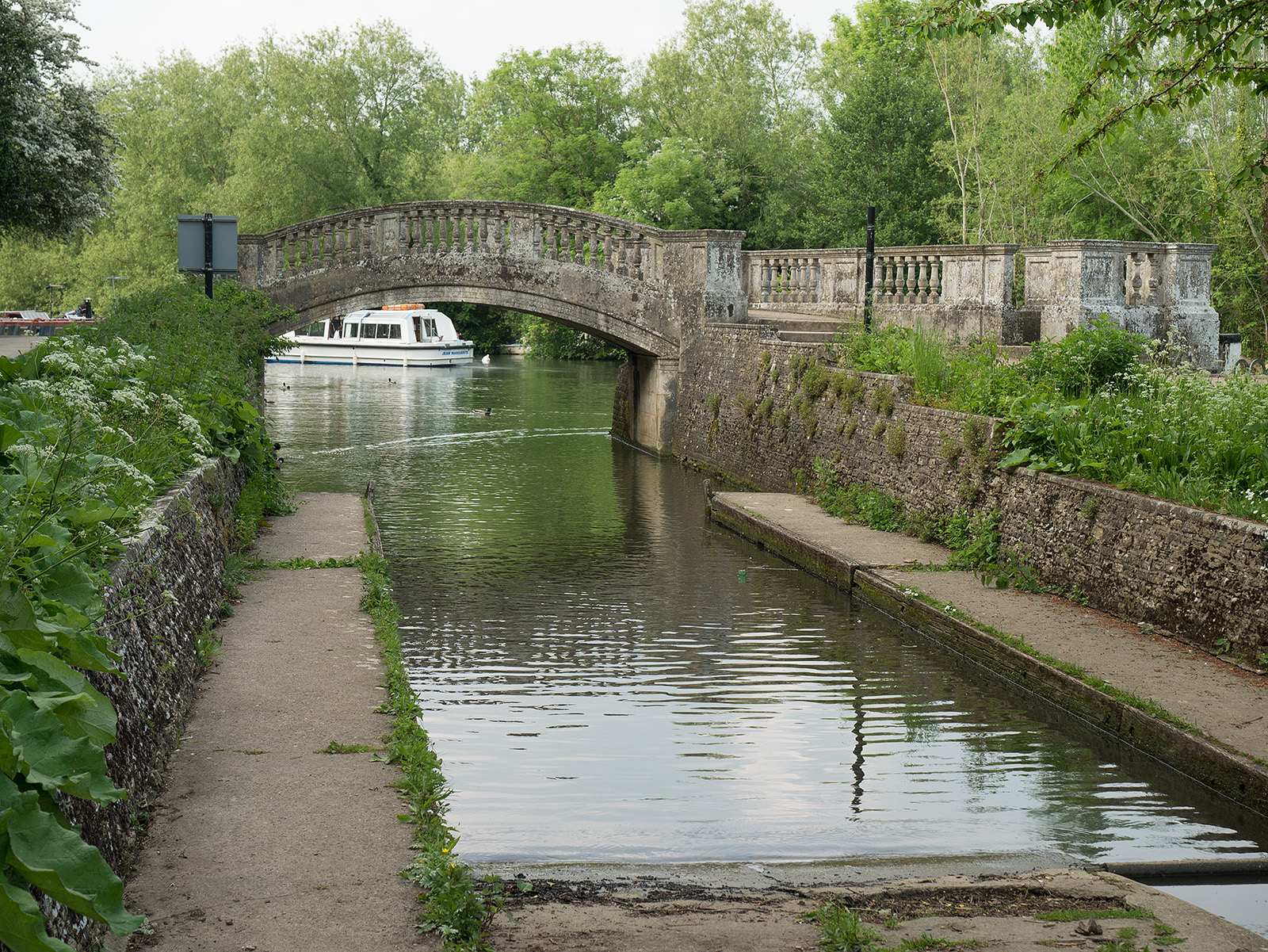 Bridge across slipway at Iffley lock