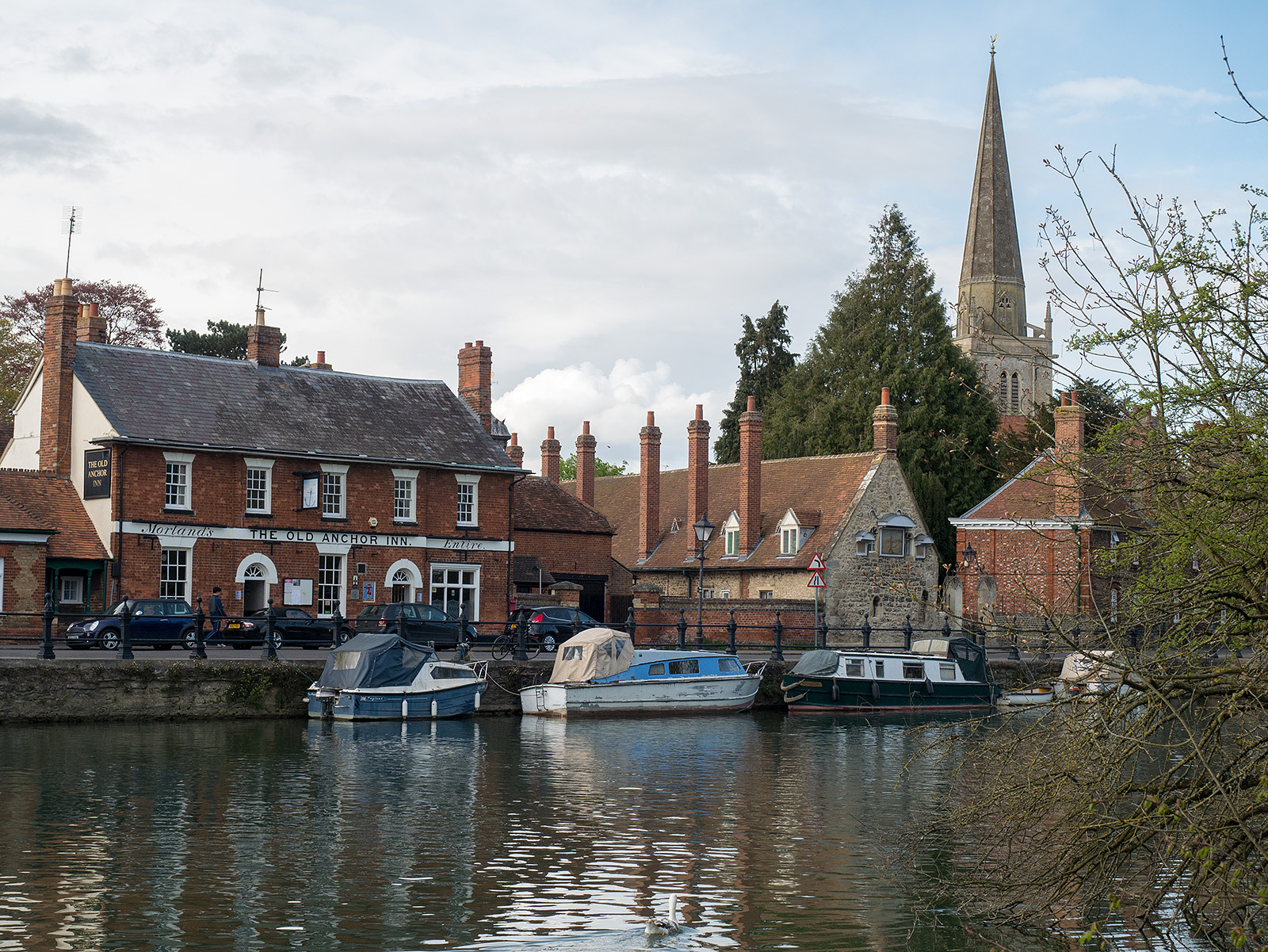 The Old Anchor Inn and the spire at Abingdon