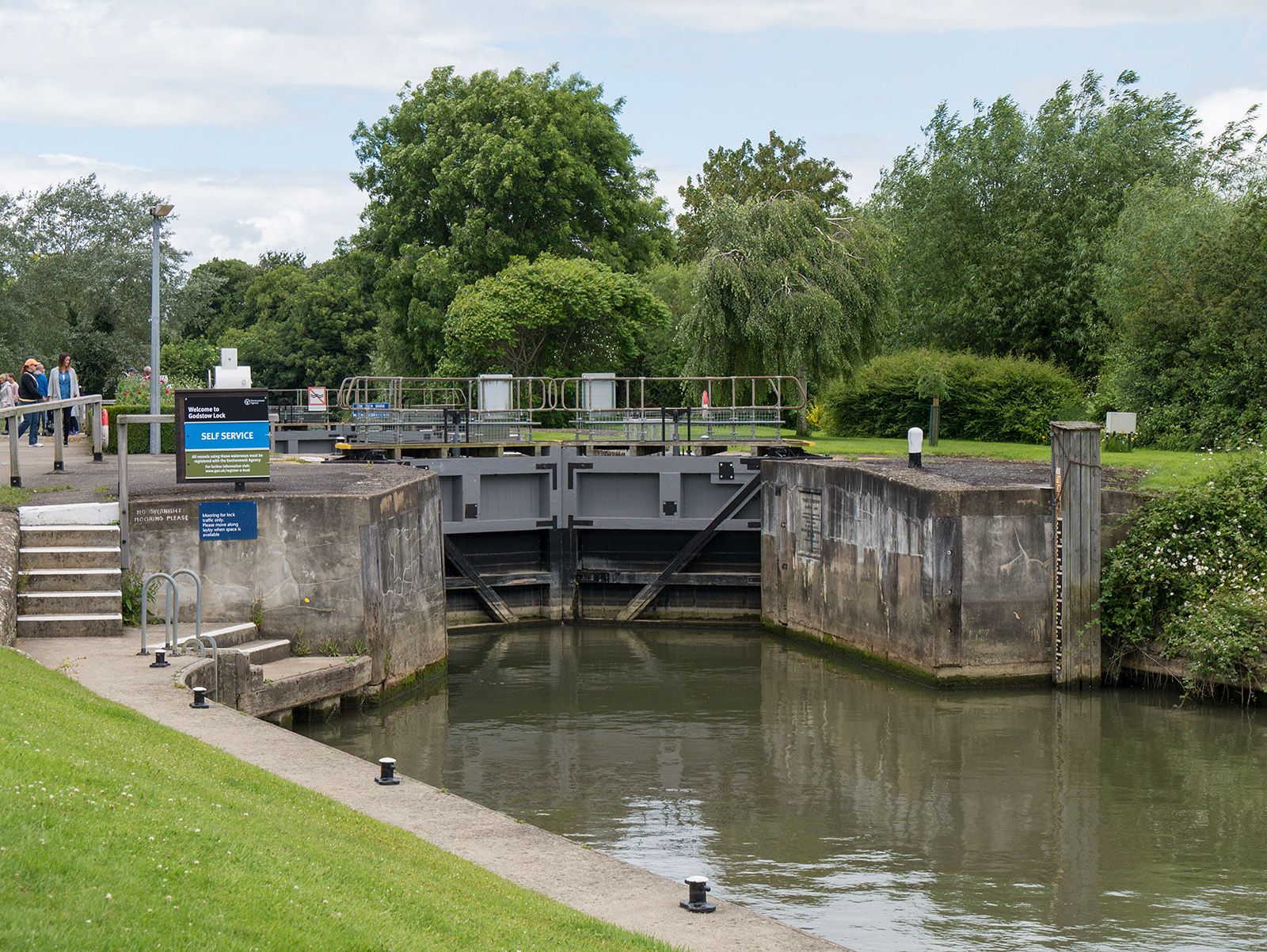 Approaching Godstow Lock