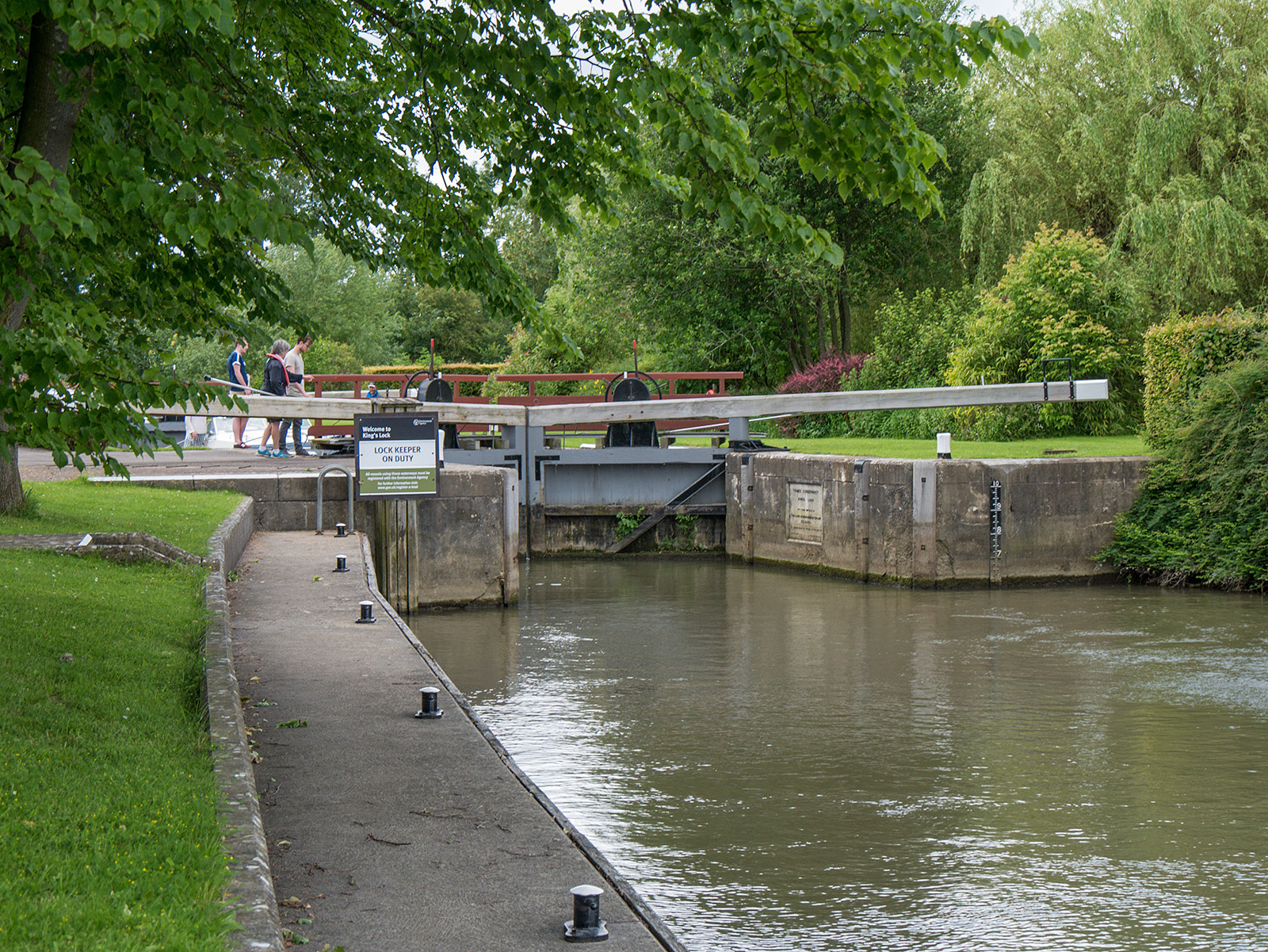 Approaching King's Lock - manually operated