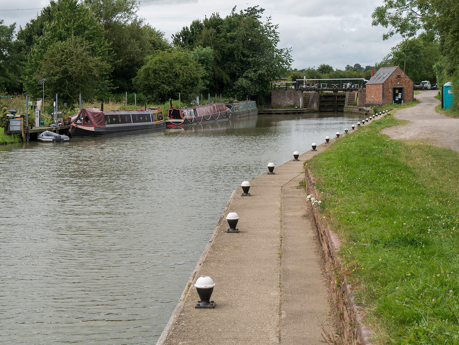 Approaching the bottom of the Stoke Bruerne flight of locks