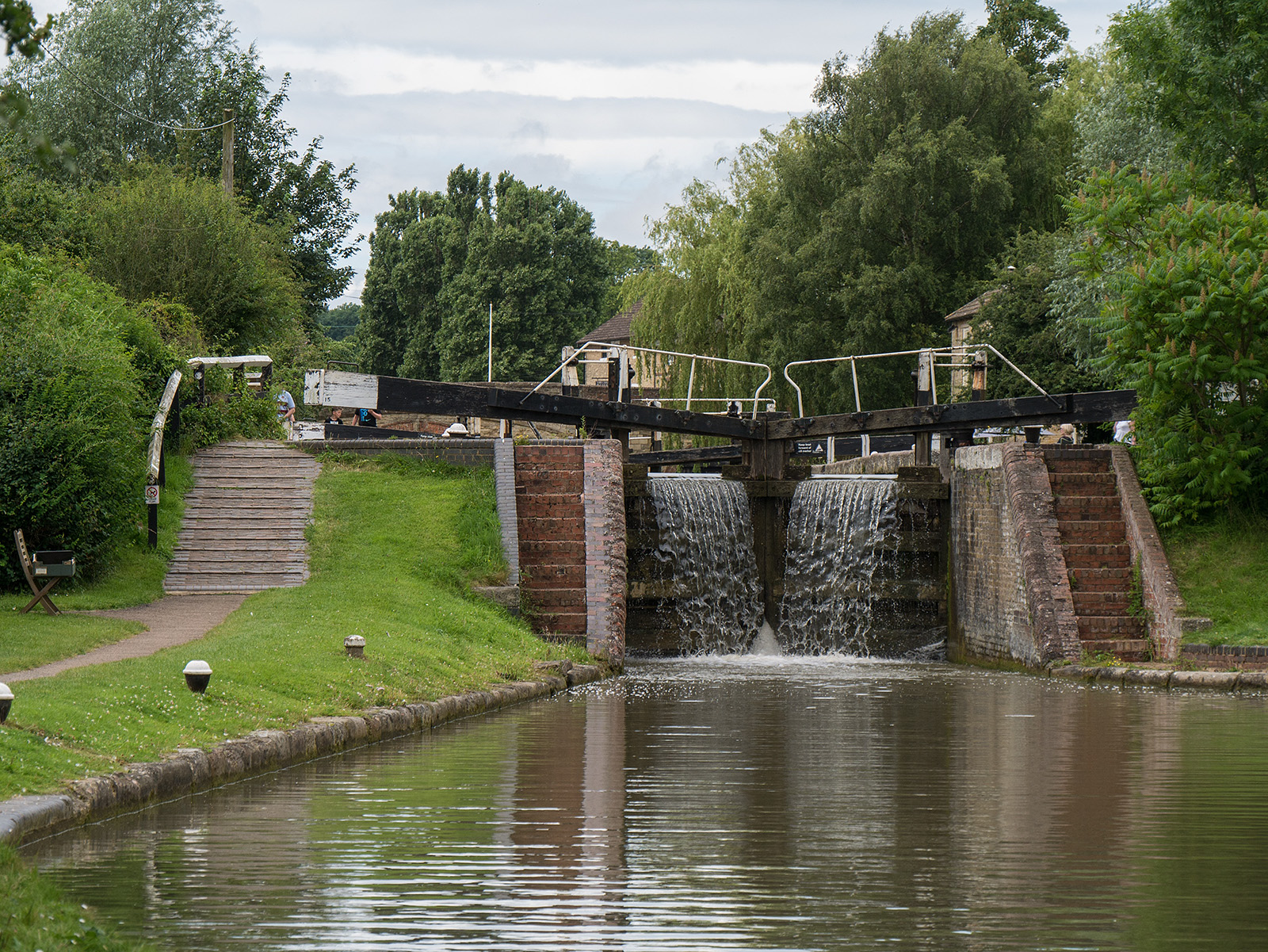 The penultimate lock rising up the Stoke Bruerne flight