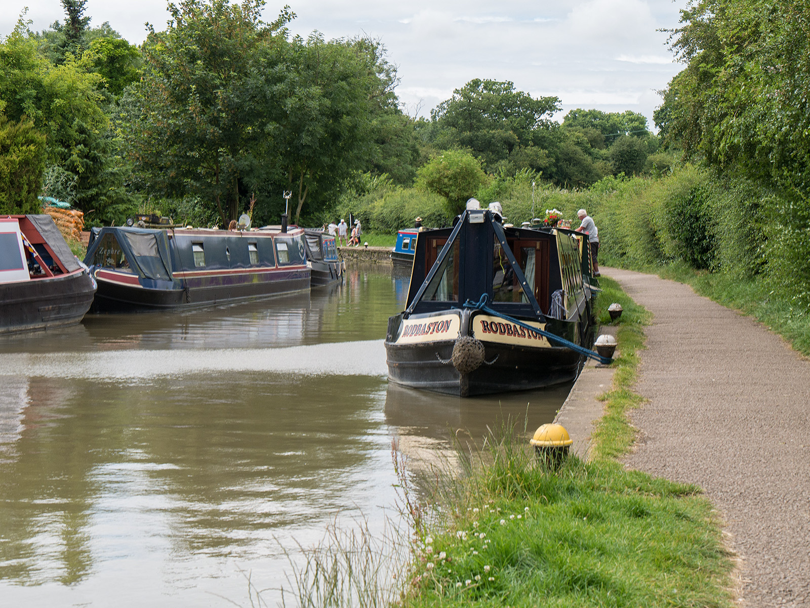 Lots of boats on the canal north of Stoke Bruerne